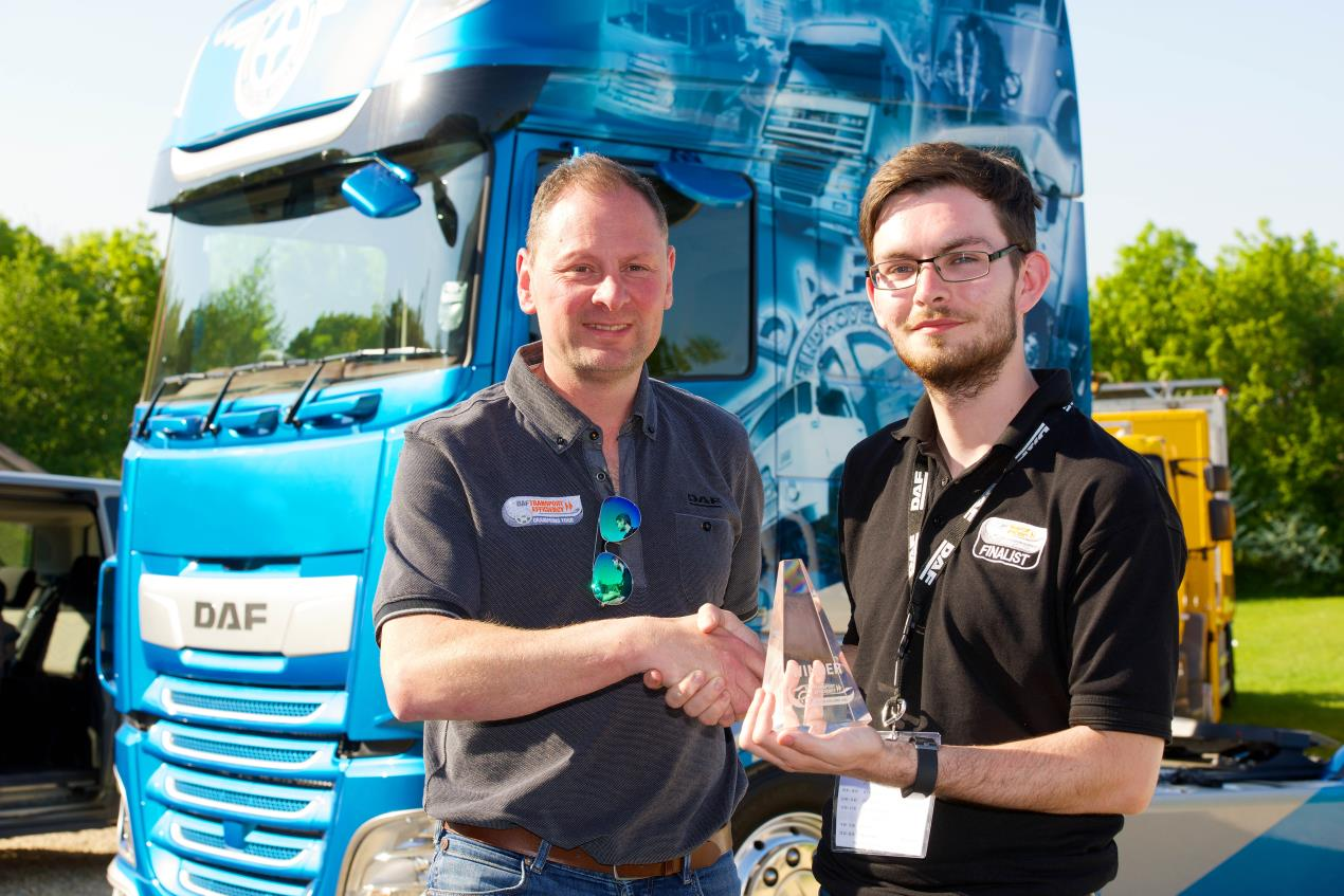 Scott Lewis DAF UK Driver Champion 2018 receives his award