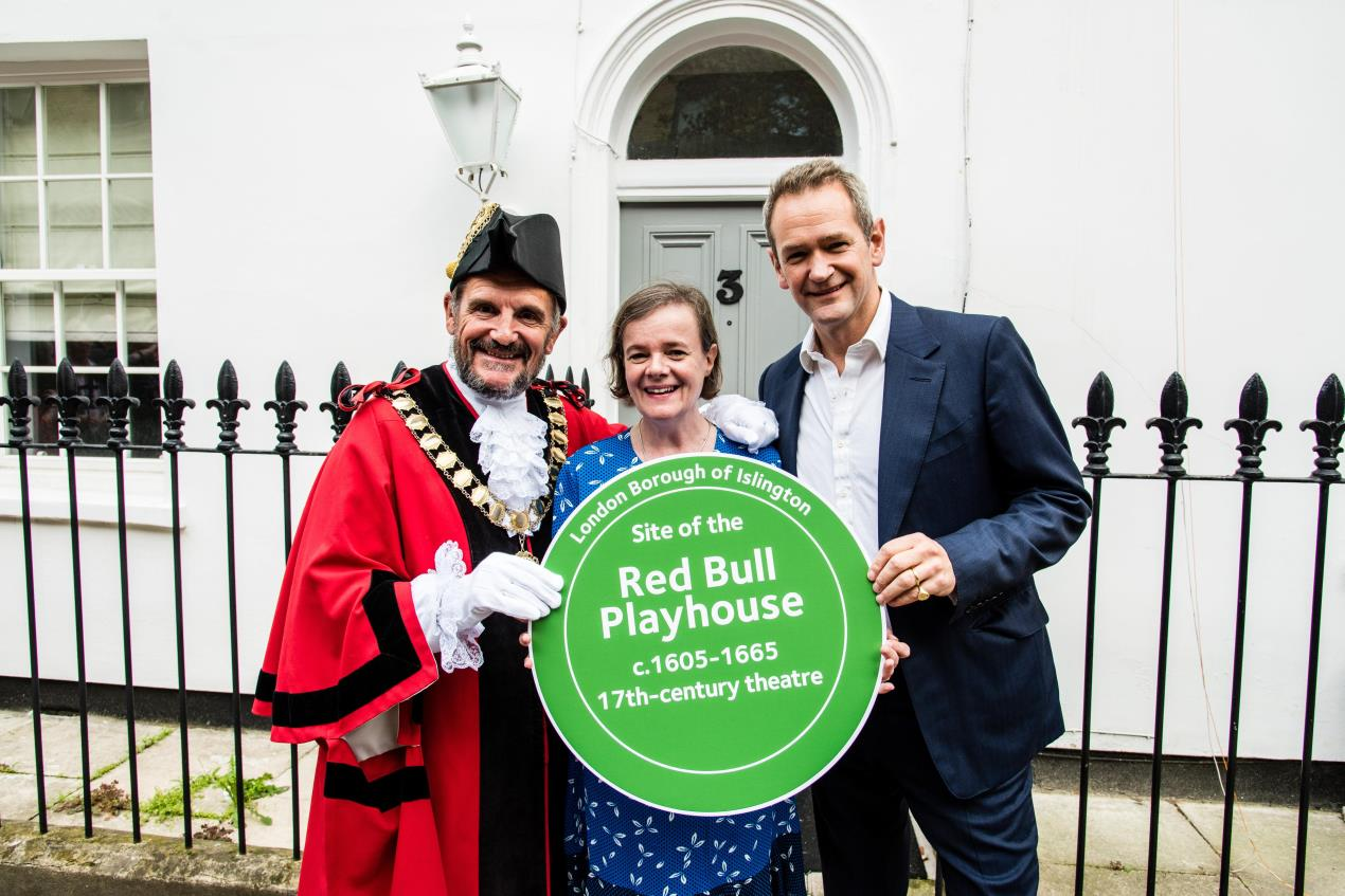 (L-R) Mayor of Islington Dave Poyser, Dr Eva Griffith and Alexander Armstrong at unveiling of Red Bull Playhouse Islington Heritage Plaque