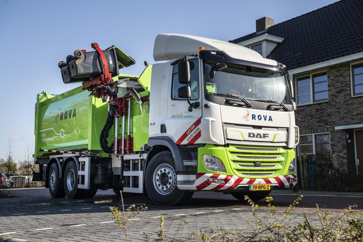 UK First_DAF_CF_Electric_refuse_collection_truck_delivered_to_ROVA