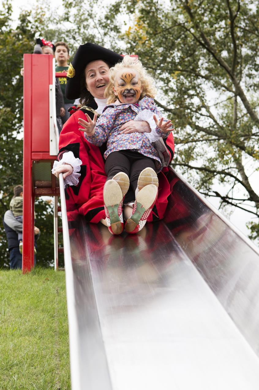 Islington_Mayor_Cllr_Una_O%27Halloran_tries_out_the_new_Archway_Park_slide_with_a_young_resident