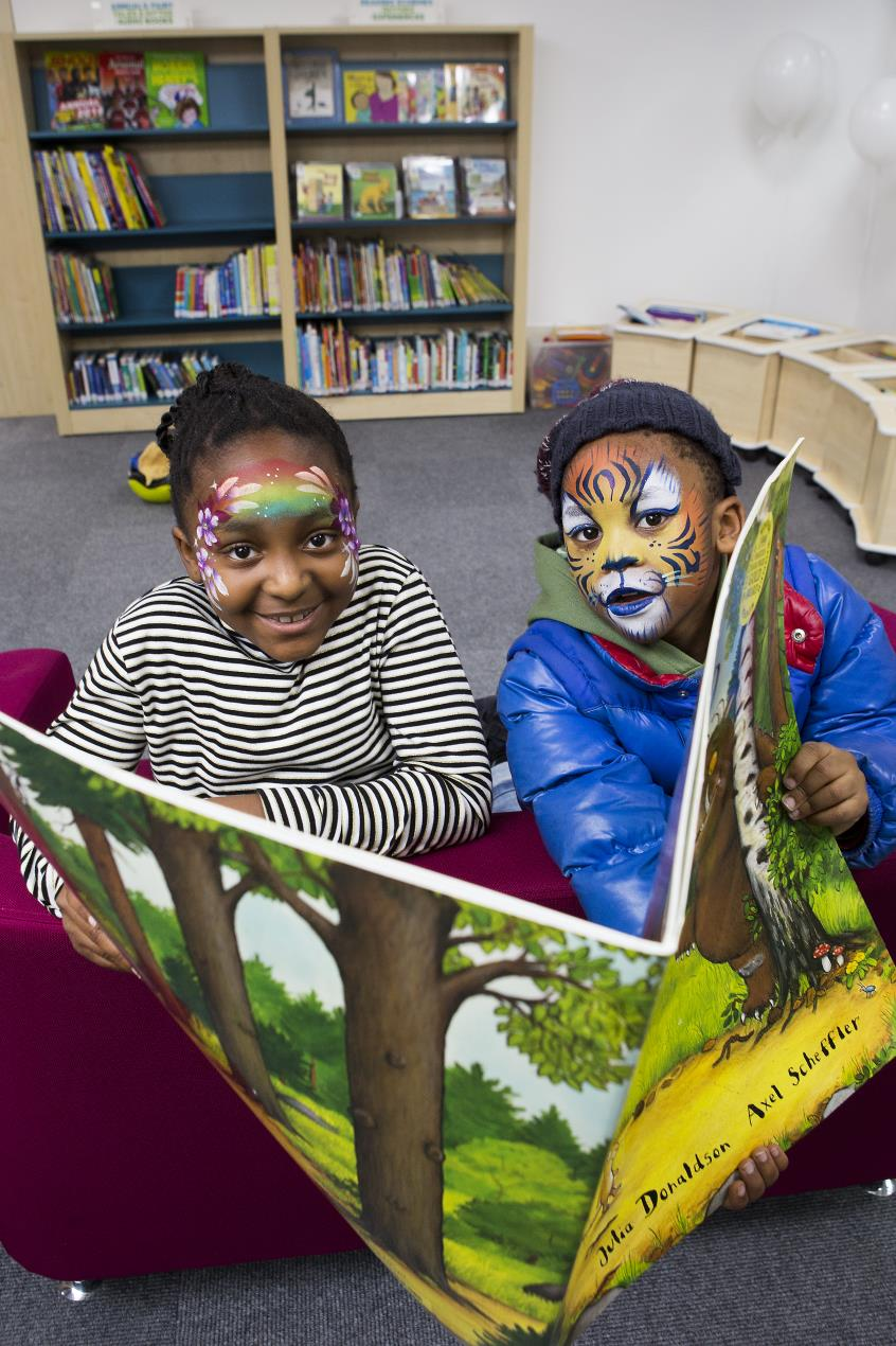 Children_enjoy_new_books_at_Cat_and_Mouse_library
