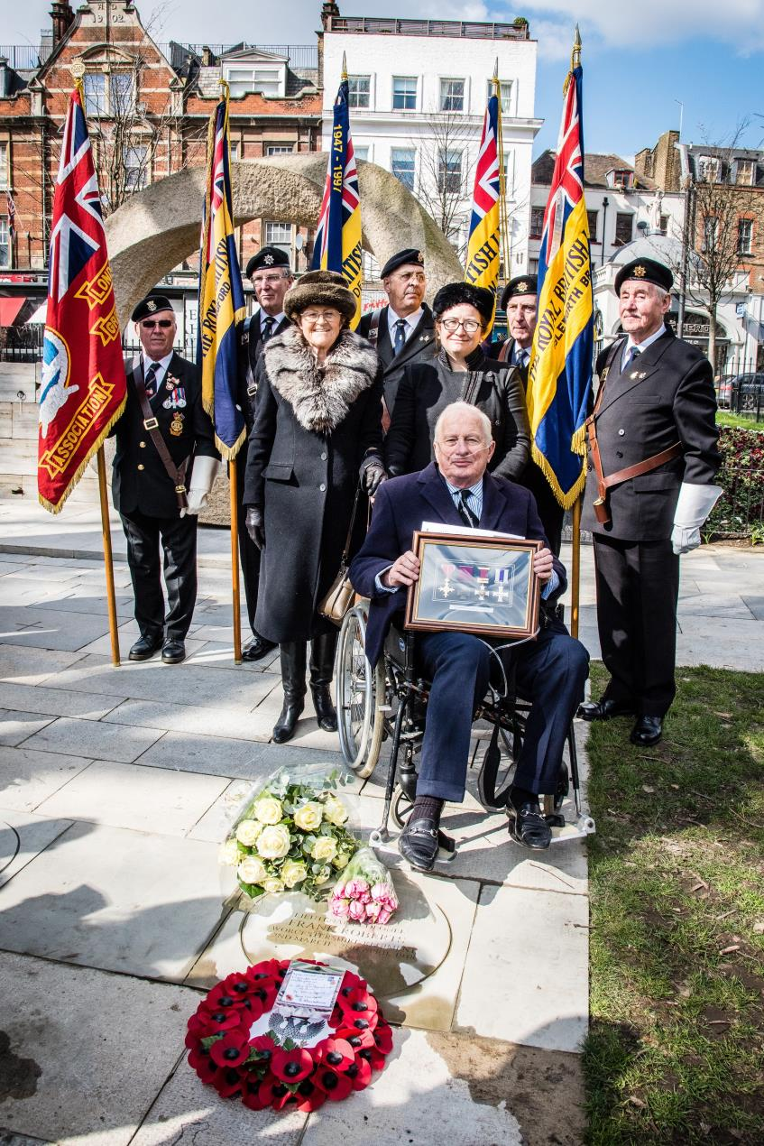 Family_of_Lieutenant_Colonel_Frank_Roberts_at_Islington_Memorial_Green