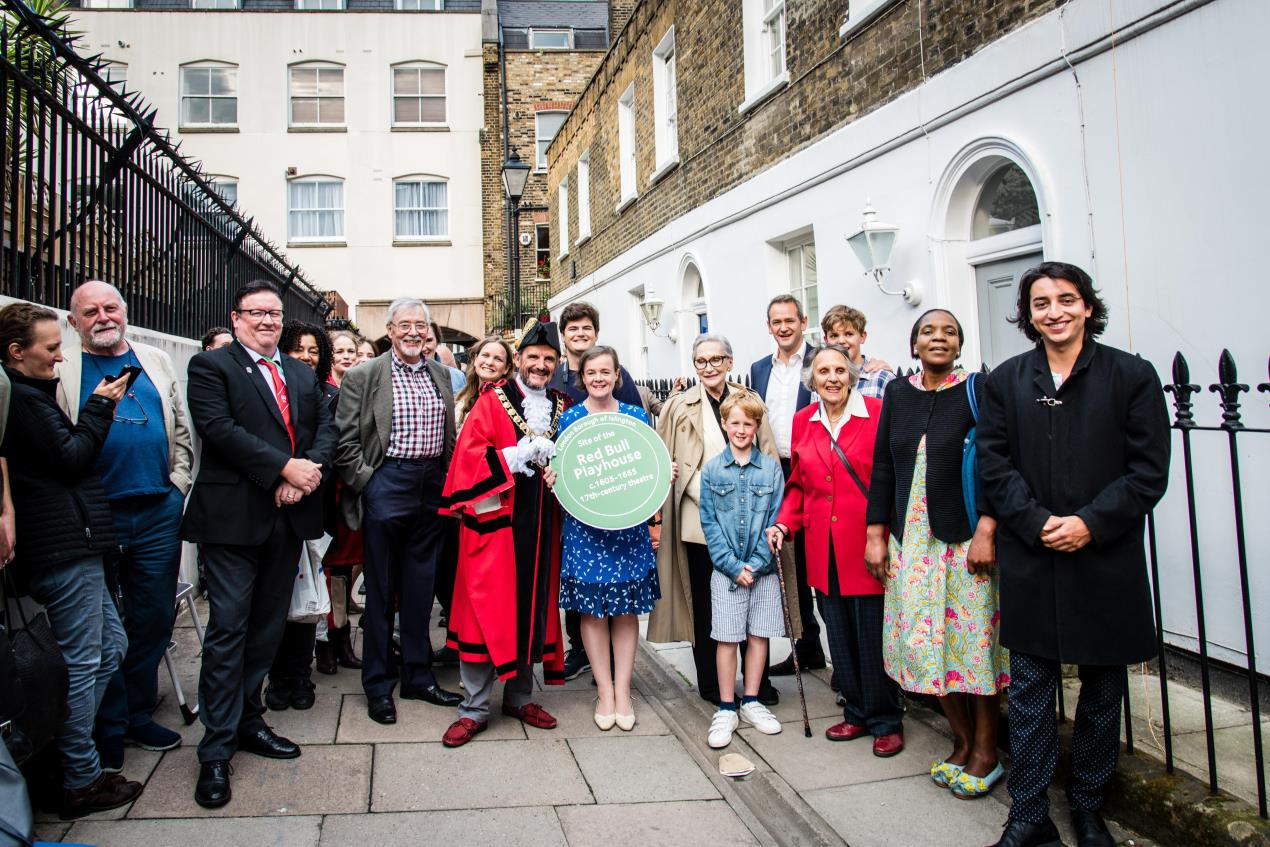 Local_residents%2c_actors%2c_performers_and_councillors_join_Mayor_of_Islington_Dave_Poyser%2c_Dame_Sian_Phillips%2c_Dr_Eva_Griffith_and_Alexander_Armstrong_at_unveiling_of_Red_Bull_Playhouse_Islington_Heritage_Plaque
