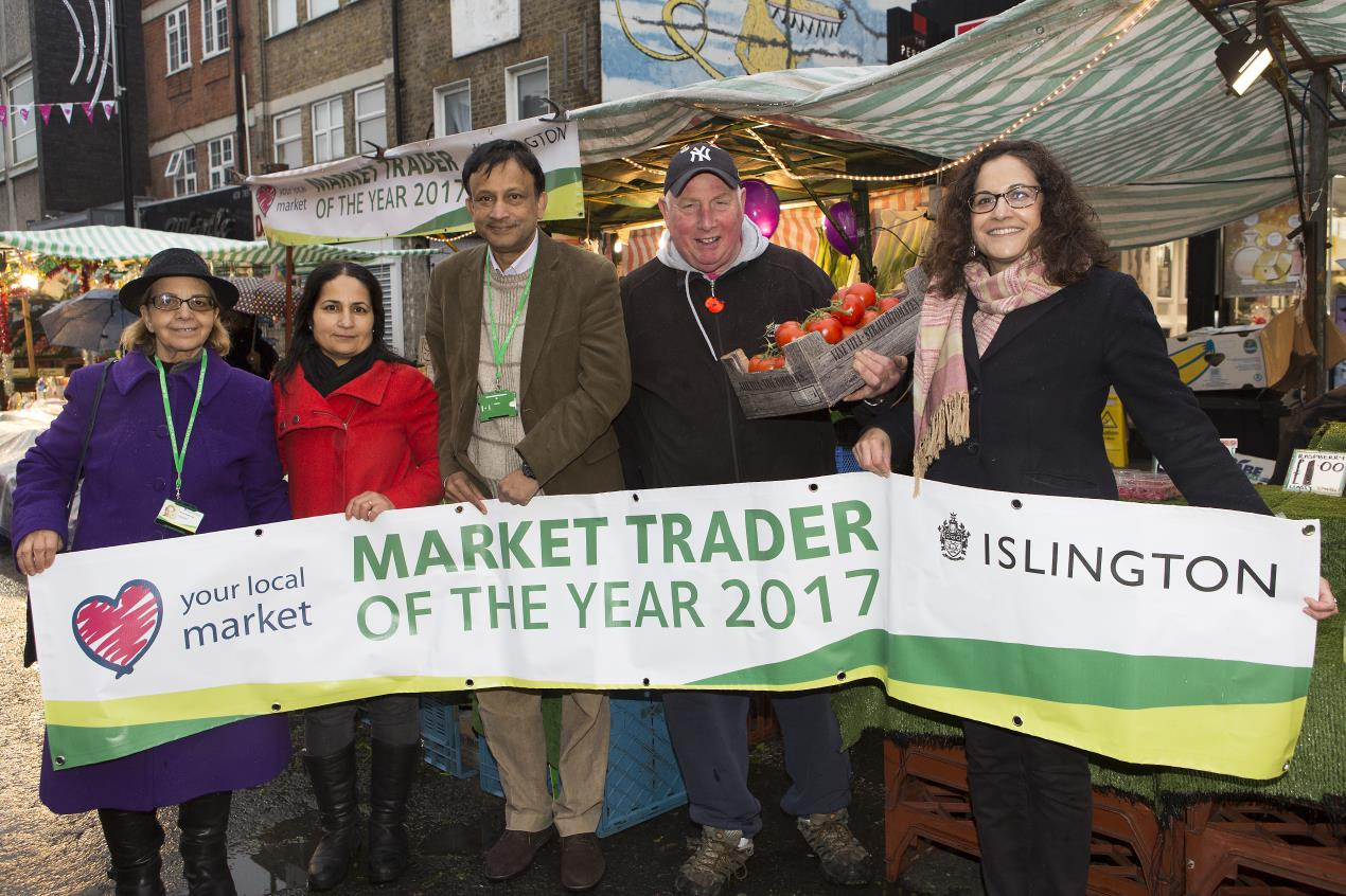 Council_staff%2c_traders_and_Cllr_Asima_Shaikh_at_Market_Trader_of_the_Year_2017_