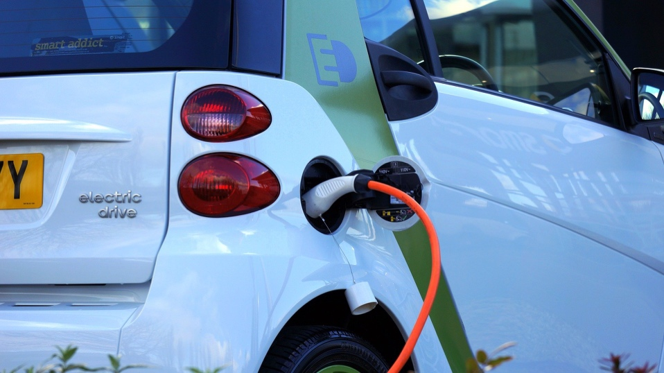 Five tips to ensure your electric vehicle road trip goes smoothly.