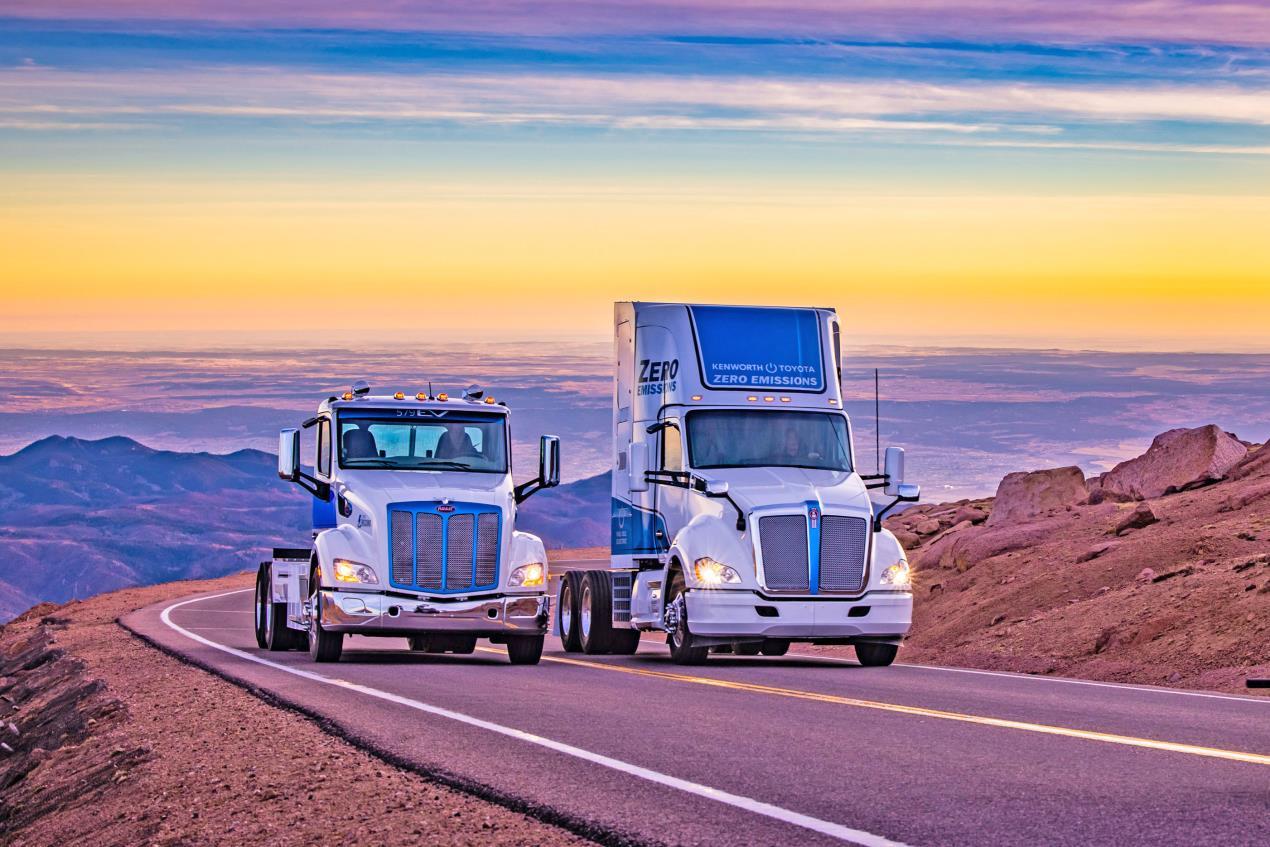 Peterbilt 579EV and Kenworth T680 Fuel Cell Trucks Ascend Pikes Peak