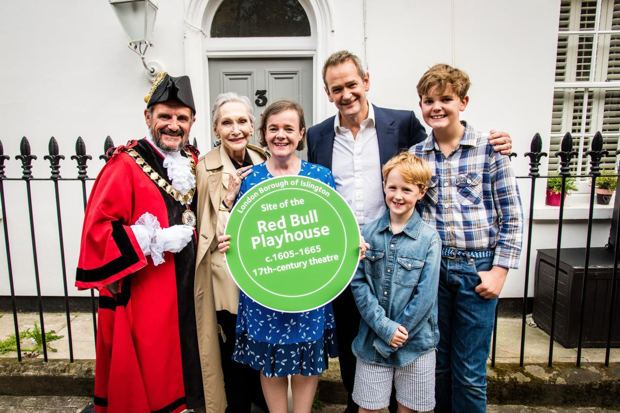 (L-R)_Mayor_of_Islington_Dave_Poyser%2c_Dame_Sian_Phillips%2c_Dr_Eva_Griffith_and_Alexander_Armstrong_at_unveiling_of_Red_Bull_Playhouse_Islington_Heritage_Plaque